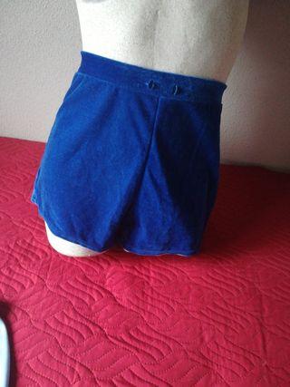 pantalón corto de terciopelo