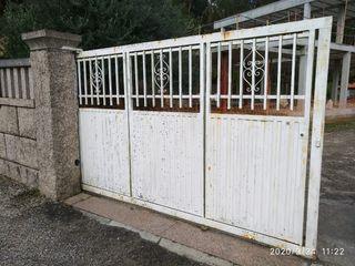 Portal automático corredera y puertas de entrada