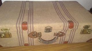 maleta muy antigua