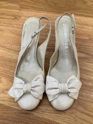 Zapatos de piel blanco. Utilizado horas,