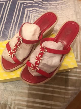 sandalias con tacón