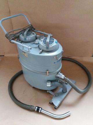 aspiradora industrial Nilfisk GM82