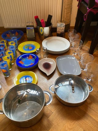 Menaje hogar platos vasos copas cacerolas