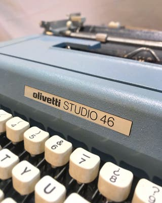 Maquina de escribir ( olivetti studio 46 )