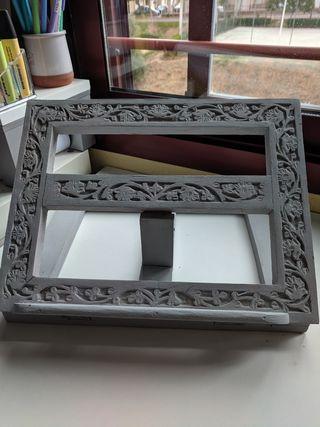 atril de madera artesanal y pintado a m