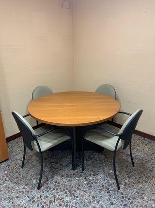 Mesa con 4 sillas, opción de comprar dos más
