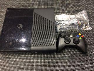 Xbox 360 500gb con mando y cables.