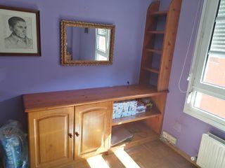 Mueble de madera maciza de pino