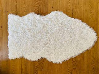 Zara home alfombra piel sintética 150 cm