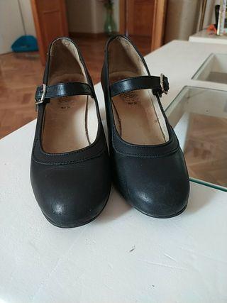 Zapatos de flamenco, 36