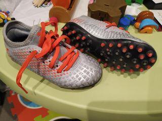 Botas de fútbol de niño