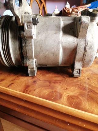 Compresor aire acondicionado con soporte