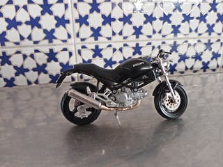 Ducati Monster dark escala 1.18 de maisto
