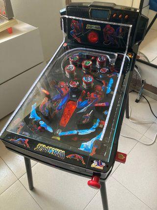 Pinball Spider-Man grande y regalo una pequeña.