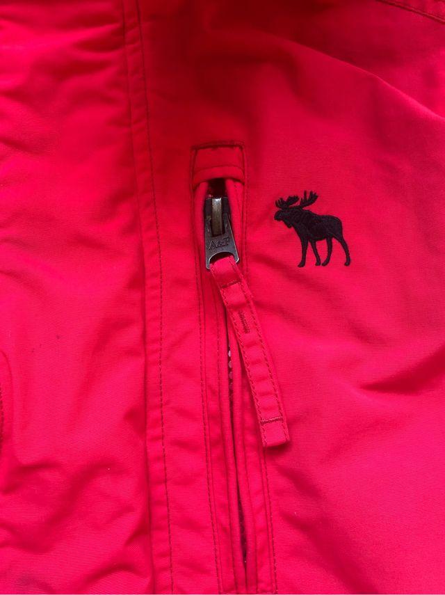 Chaqueta Abercrombie con capucha roja M