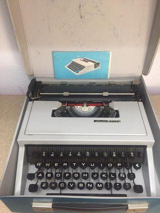 Antigua maquina de escribir OLIVETTI DORA