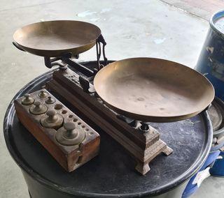 bascula antigua con pesos hasta 10kg