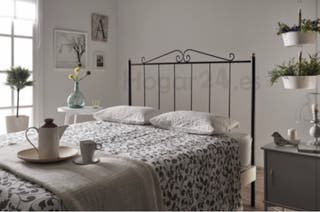 2 camas 90cms con colchón y cabeceros forja negro