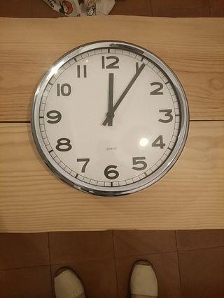 Reloj de pared Ikea PUG