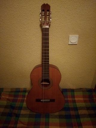 guitarra clasica nuevecita con su estuche guitarra