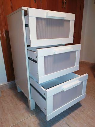 Mueble blanco cómoda