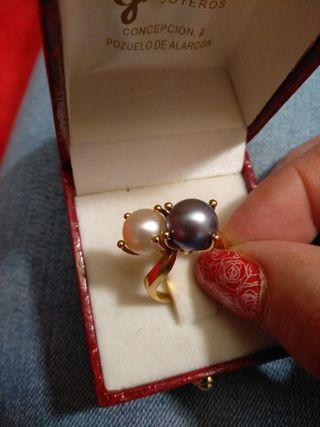 anillo oro dos pelas auténticas engarzadas en oro