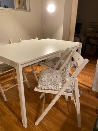 Mesa comedor cuadrada IKEA con cuatro sillas