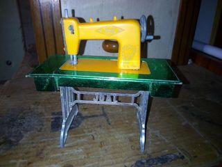 antigua máquina de coser juguete