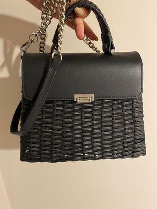 Bolso de mimbre negro Zara