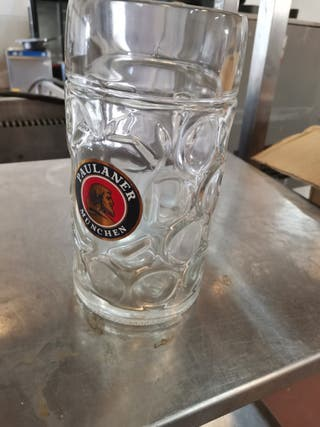jarras grandes de cerveza paulaner