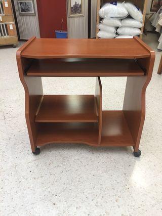 Mesa escritorio y ordenador