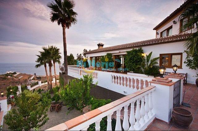 HI0009 / Villa 5 dormitorios piscina garaje Punta (Nerja, Málaga)