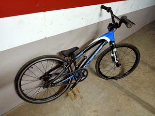 Vendo bicicleta BMX race mini.