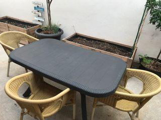 Mesa de terraza + 4 silla