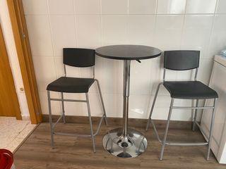 Mesa y 2 sillas cocina , bar etc