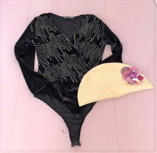 Body negro con bordados dorados