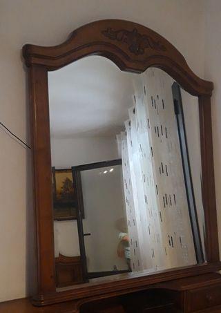 Espejo con marco de madera de roble