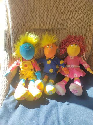 Muñecos y peluches variados
