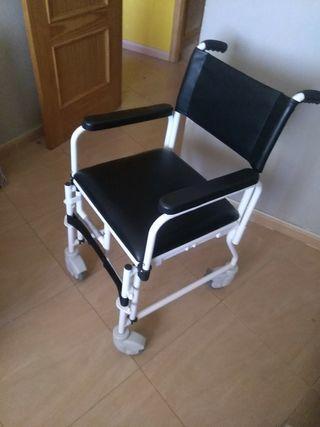 silla de ruedas para casa con agujero para el baño