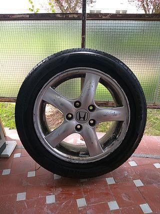 Honda Accord 2004 se vende llanta con neumático ,sólo una.