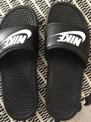 Sandalias/chanclas Nike Benassi