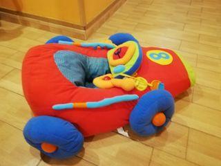asiento para bebés con forma de coche