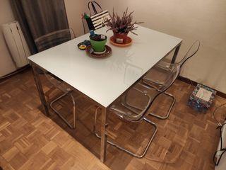 Mesa TORSBY y sillas TOBIAS. Salón o comedor