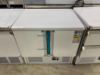 Mesa refrigerada dos puertas