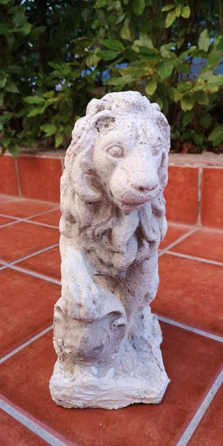 Estatua de piedra LEÓN