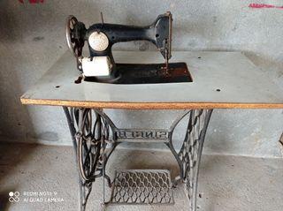 Máquina de coser Sigma y mesa Singer
