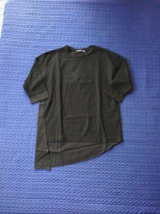 Camiseta oversized asimétrica, talla S, Bershka