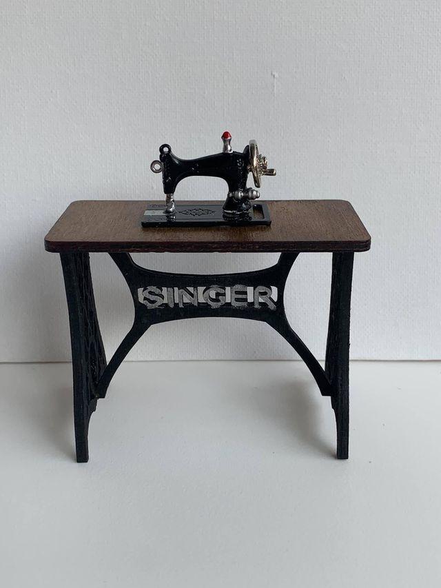 Máquina de coser casa de muñecas 1:12