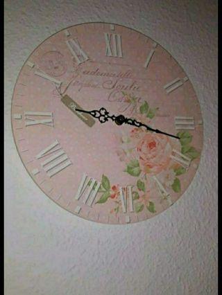 reloj pared rosa