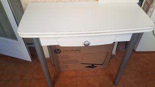 Mesa de cocina plegable y dos taburetes